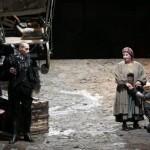 MADRE CORAGGIO di B.Brecht con Isa Danieli regia Cristina Pezzoli